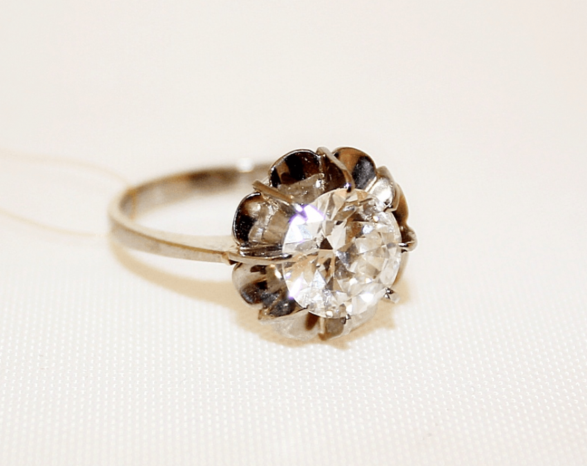 Diamond ring gold, alloy 18 - photo 1