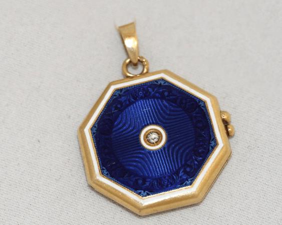 Medallion with enamel - photo 1