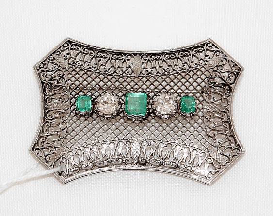 Brooch with emeralds and diamonds - photo 1