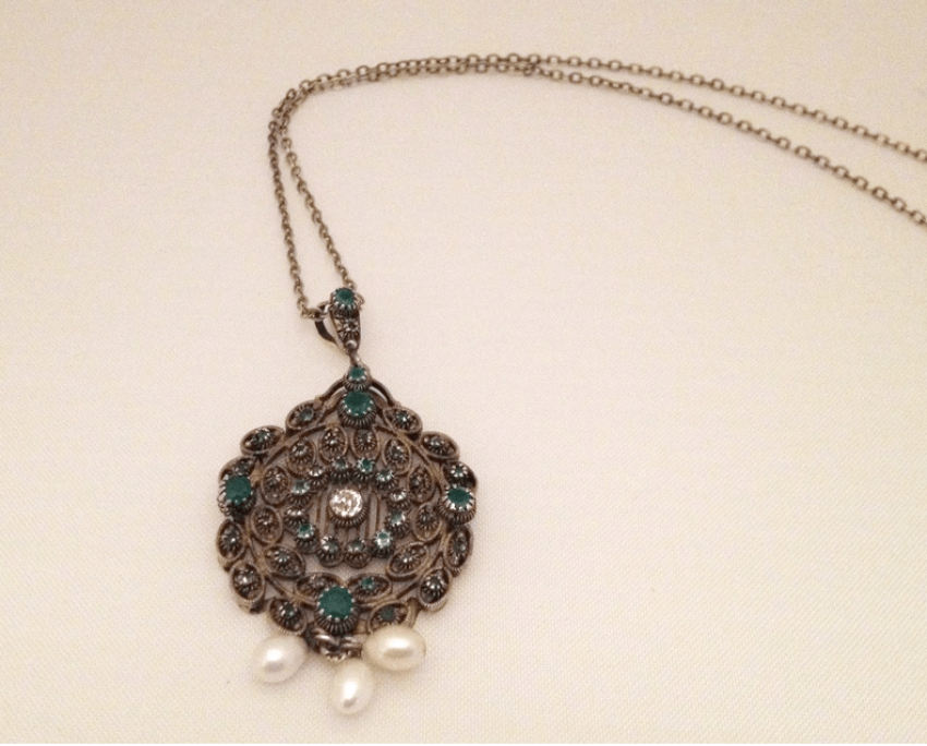 Pendant with diamond emeralds and pearls - photo 1