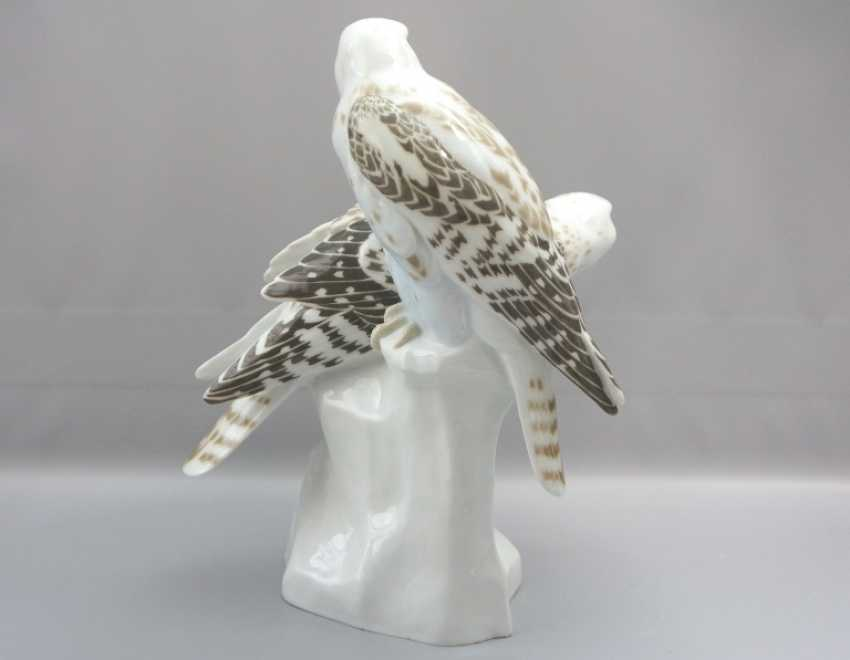 Meissen Noble falcons on a rock base. 19 Jhr. 1 choice. - photo 4