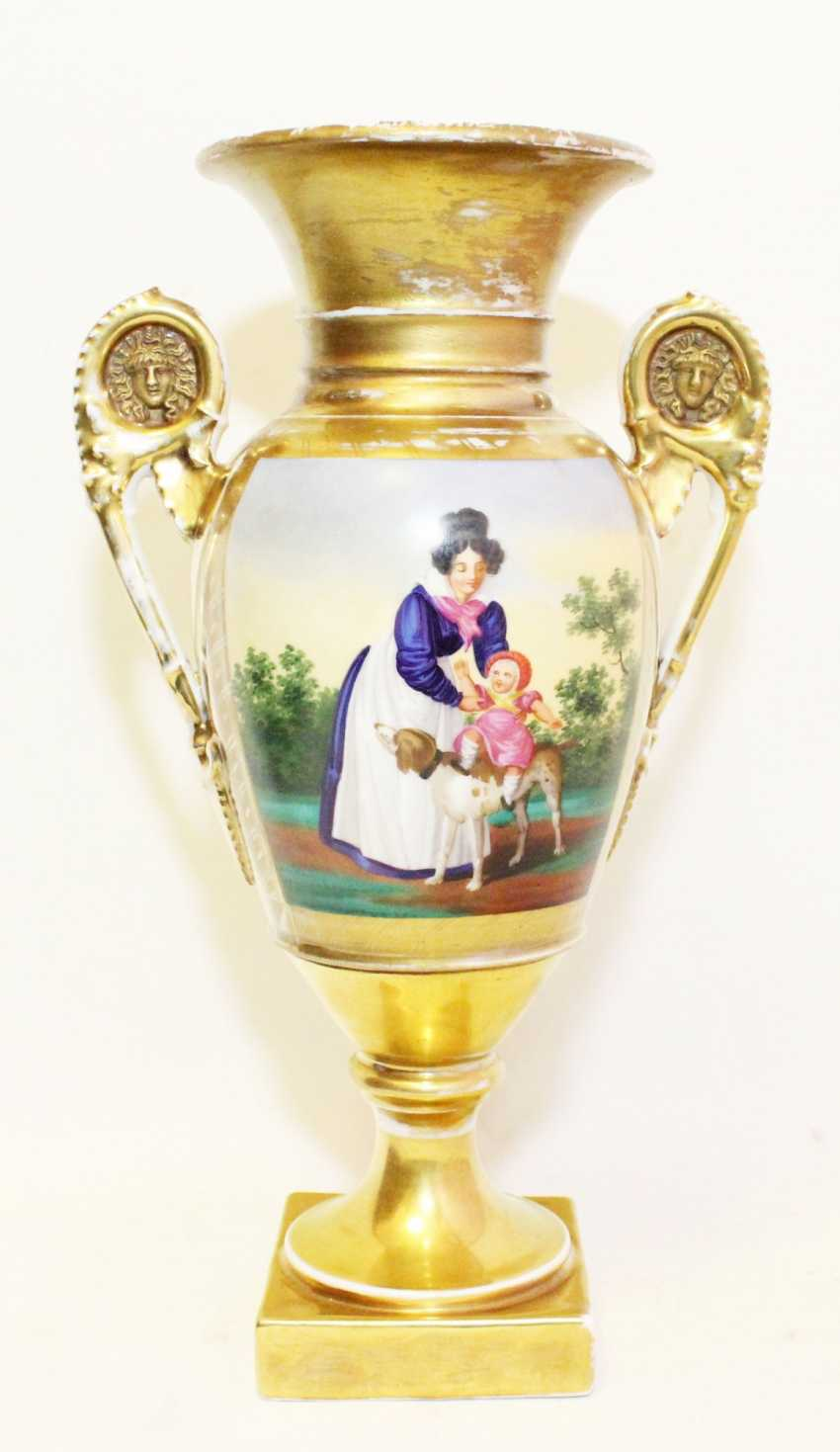Vase in the neoclassical style - photo 1