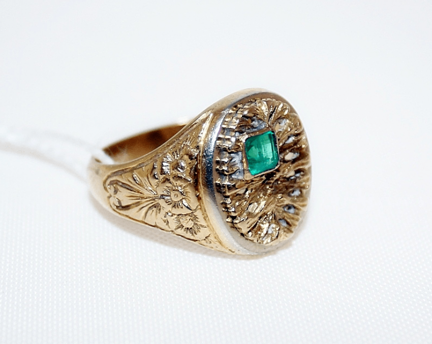A ring with an emerald - photo 1
