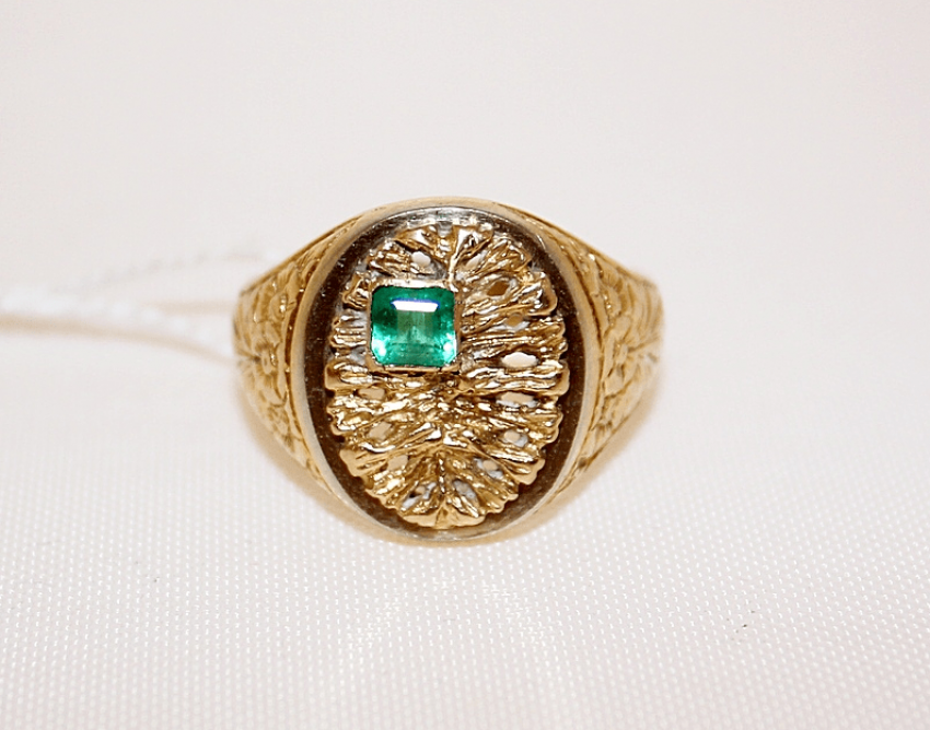 A ring with an emerald - photo 2