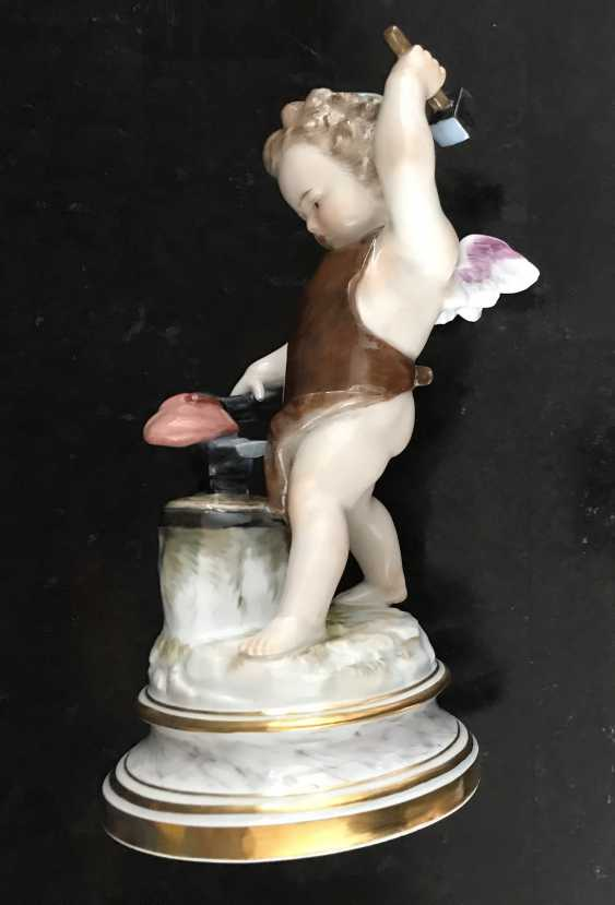 "Meissen ""Cupid forging heart"" of the XIX century. - photo 2"