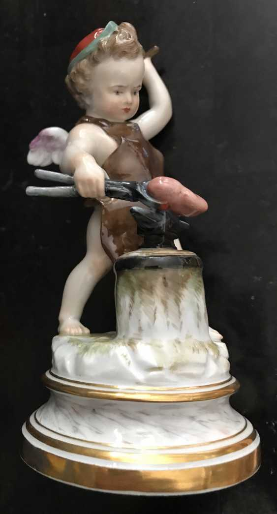 "Meissen ""Cupid forging heart"" of the XIX century. - photo 1"