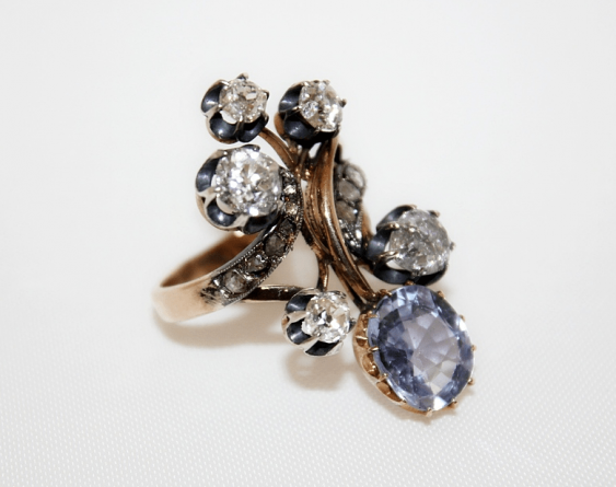 Ring with diamonds and sapphire - photo 1