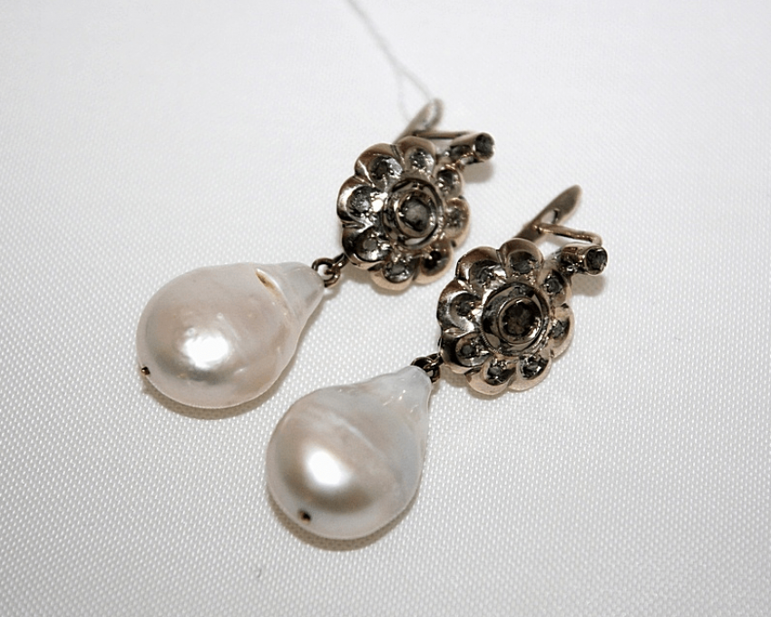 Earrings with diamonds and pearls - photo 1