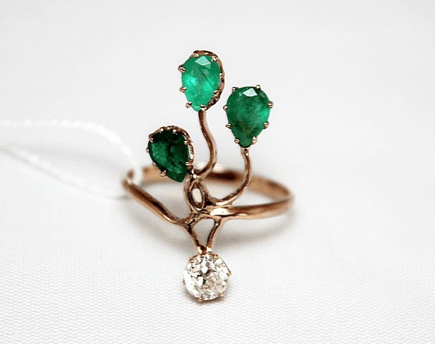 Ring with emeralds and diamond - photo 1