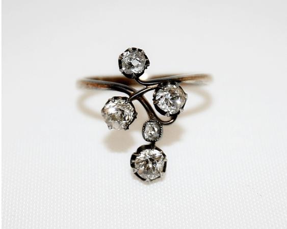 Ring with diamonds - photo 1