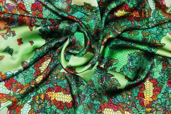 """Irina Ternovskaya. Scarf, silk, """"Butterfly on a green background"""" - photo 1"""