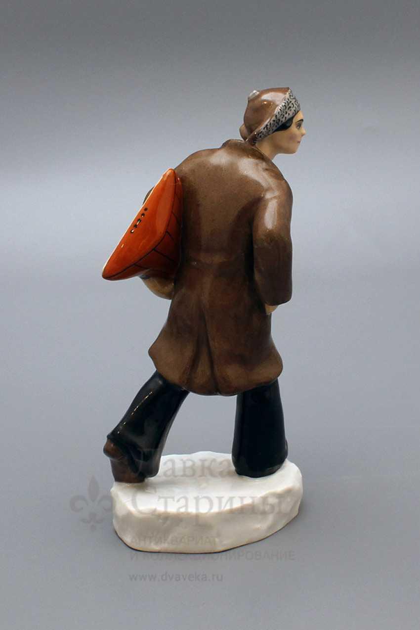 "Propaganda porcelain figurine ""Punks"" (Hoodlum with a balalaika), author Danko N. Ya, LFZ, 1970-80. - photo 4"