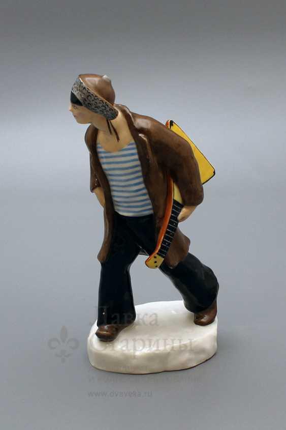 "Propaganda porcelain figurine ""Punks"" (Hoodlum with a balalaika), author Danko N. Ya, LFZ, 1970-80. - photo 1"