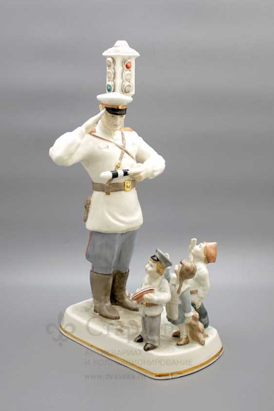 """The author's large size sculpture """"Uncle Stepa and children"""" a poem by S. V. Mikhalkov, 2000 years, China - photo 1"""