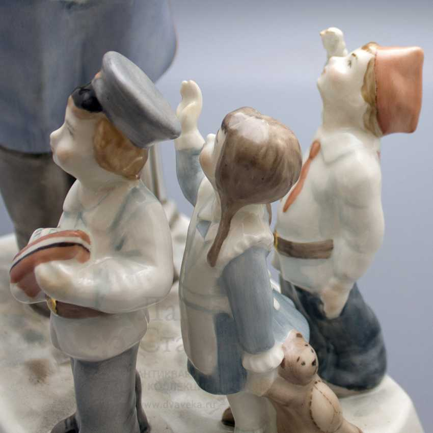 """The author's large size sculpture """"Uncle Stepa and children"""" a poem by S. V. Mikhalkov, 2000 years, China - photo 4"""