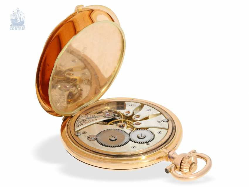 Pocket watch: elegant, flat and large Swiss gold savonnette, delivered to the jeweler Strongly in Dresden, CA. 1920, with original box - photo 4