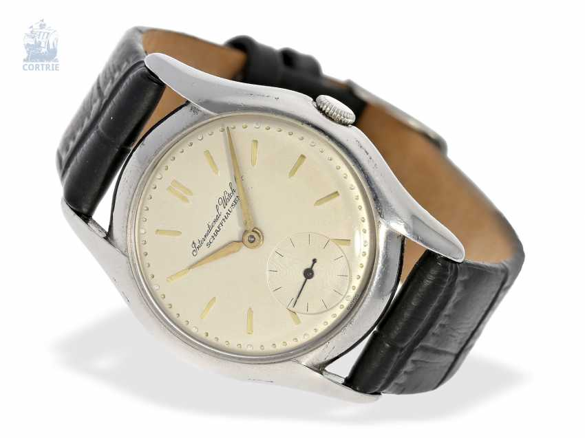 Watch: early IWC wristwatch with a very rare form of the housing, Schaffhausen, 1946 - photo 1