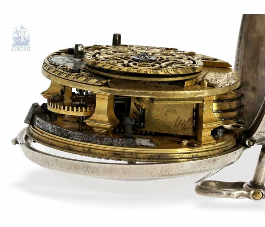 Pocket watch: early English repoussé technology, double-housing Spindeluhr with exceptional housing decoration, Martineau London No. 942, CA. 1720 - photo 3