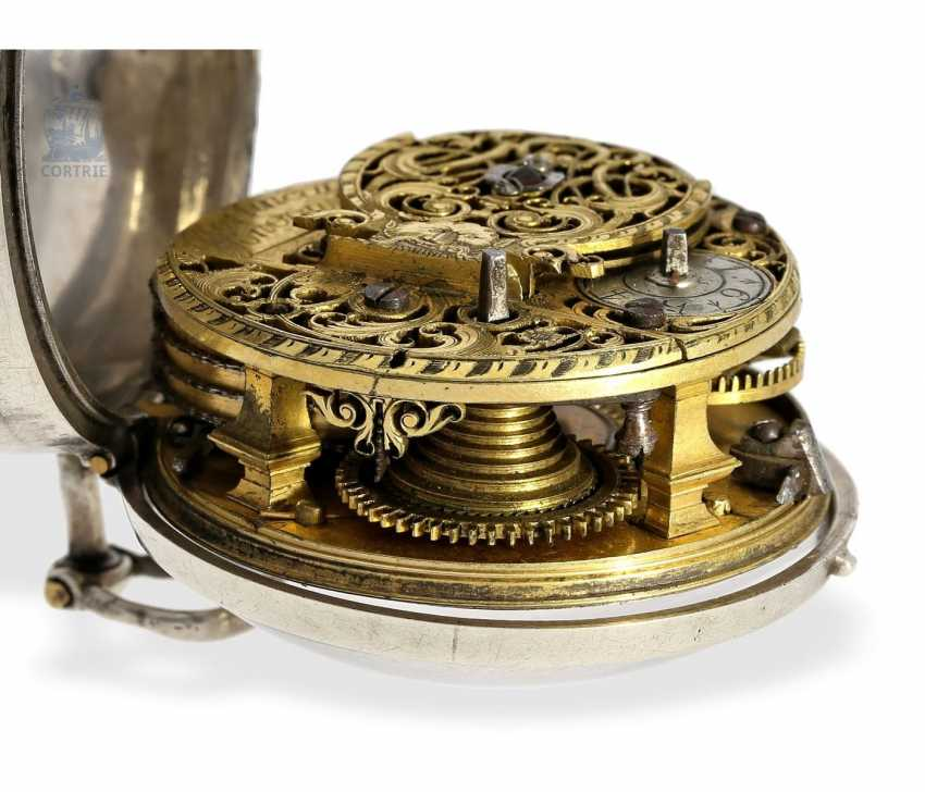 Pocket watch: early English repoussé technology, double-housing Spindeluhr with exceptional housing decoration, Martineau London No. 942, CA. 1720 - photo 4