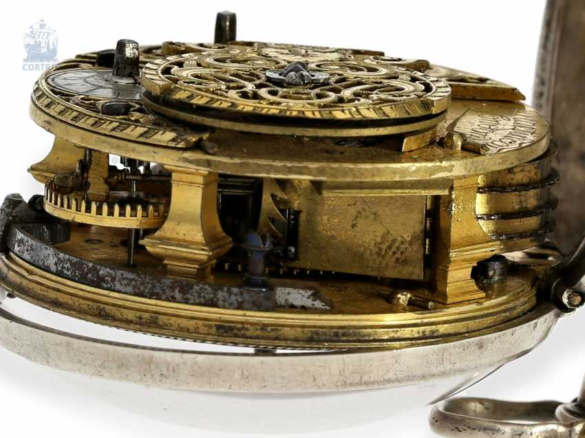 Pocket watch: early English repoussé technology, double-housing Spindeluhr with exceptional housing decoration, Martineau London No. 942, CA. 1720 - photo 9