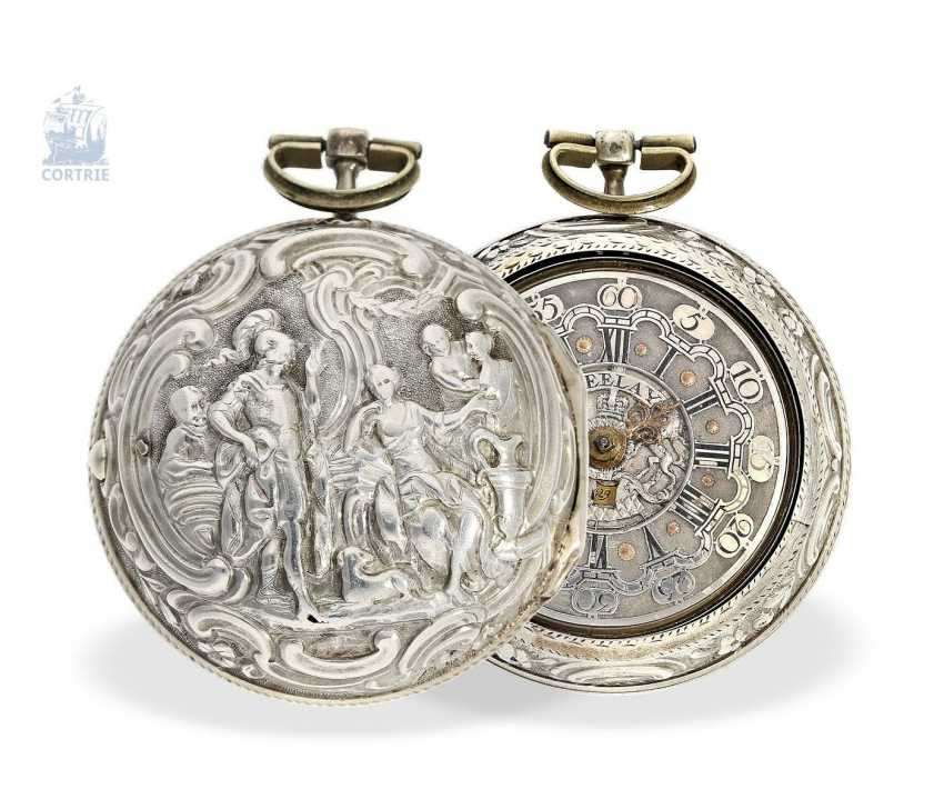 Pocket watch: a magnificent Repousssé double housing base Spindeluhr with the date and representation of the English Royal coat-of-arms, signed Leelay, Hallmarks 1778 - photo 1