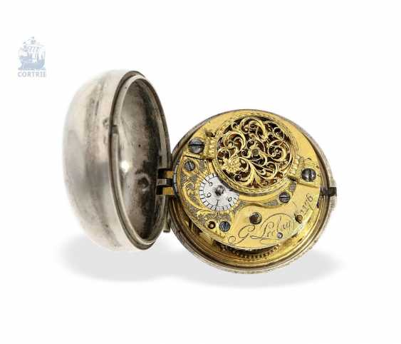 Pocket watch: a magnificent Repousssé double housing base Spindeluhr with the date and representation of the English Royal coat-of-arms, signed Leelay, Hallmarks 1778 - photo 5