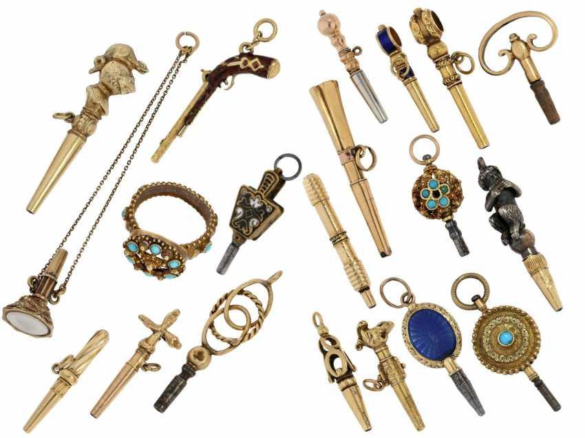 UhrenschlüsseLänge: kleine Sammlung hochfeiner, historischer Taschenuhrenschlüssel, ca.1750-1850 - photo 1