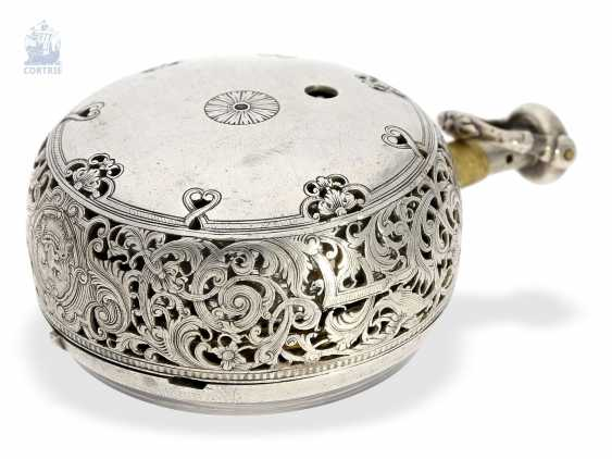 Pocket watch: early repoussé technology, double-housing Spindeluhr with repeater Les Freres March Ville, Geneva, in 1740 - photo 3