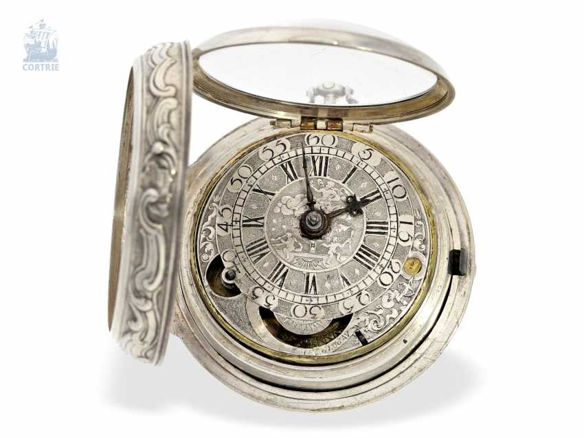 Pocket watch: a magnificent specimen of an early English repoussé technology Spindeluhr with dummy pendulum, date, enamel painting, and regulation through the dial, Mauris/Clough? verm. around 1720 - photo 2