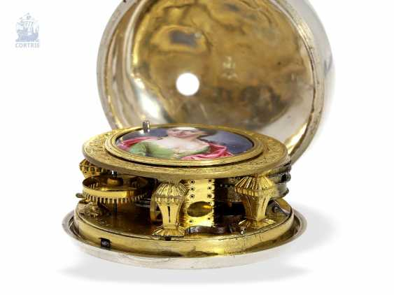 Pocket watch: a magnificent specimen of an early English repoussé technology Spindeluhr with dummy pendulum, date, enamel painting, and regulation through the dial, Mauris/Clough? verm. around 1720 - photo 4