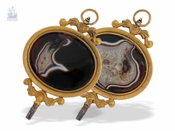 UhrenschlüsseLänge: außergewöhnlich großer, napoleonischer Anhänge-Uhrenschlüssel mit großem, äußerst dekorativen Achat, Frankreich um 1800 - photo 1