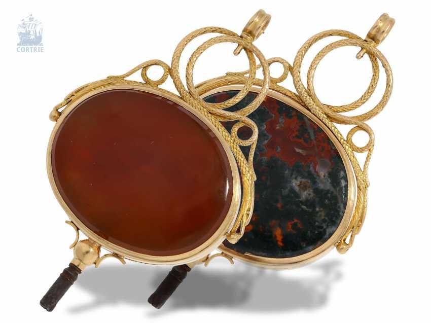 UhrenschlüsseLänge: Rarität, außergewöhnlich großer, goldener Directoire Anhänge-Uhrenschlüssel mit Steinbesatz und geheimem Giftfach, Frankreich um 1790-1800 - photo 2