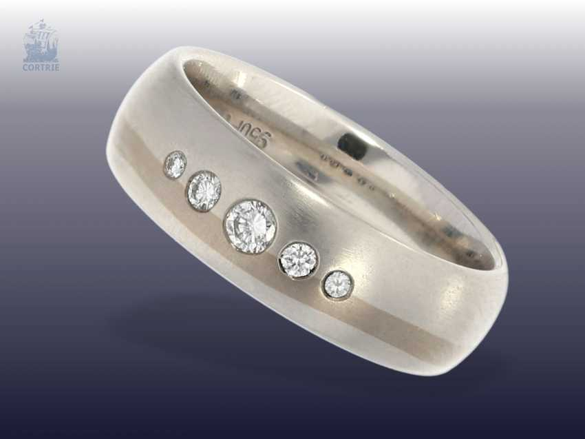 Ring: modern crafted, very solid two-tone diamond ring, handcrafted in 18K Gold and 950 platinum, mens watch from goldsmiths-resolution - photo 1