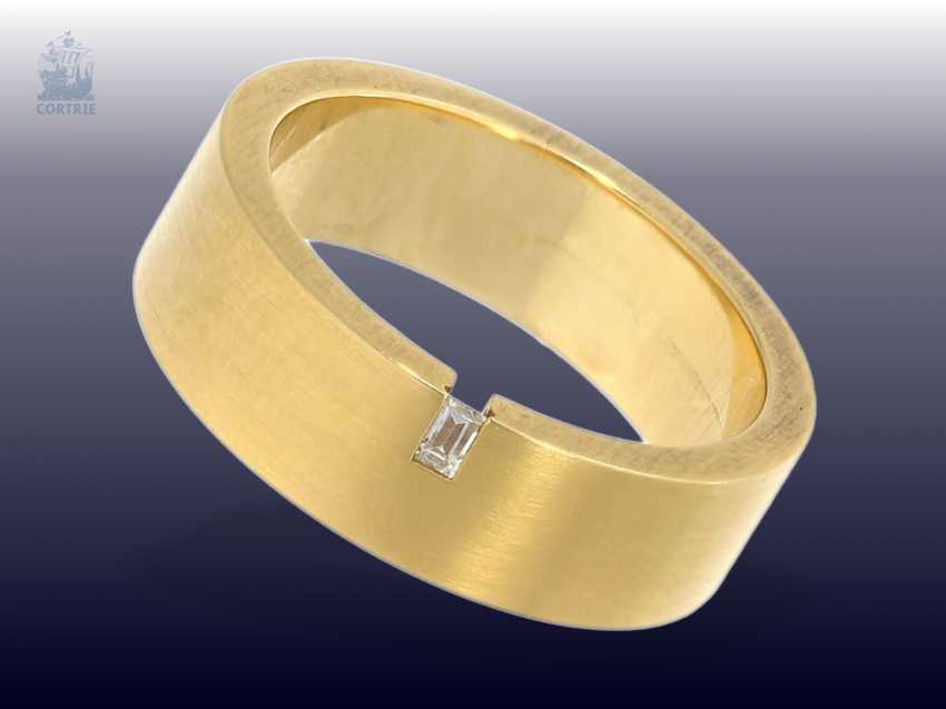 Ring: new, wider, and massive gold wrought ring with small Baguette diamonds, 18K Gold - photo 1
