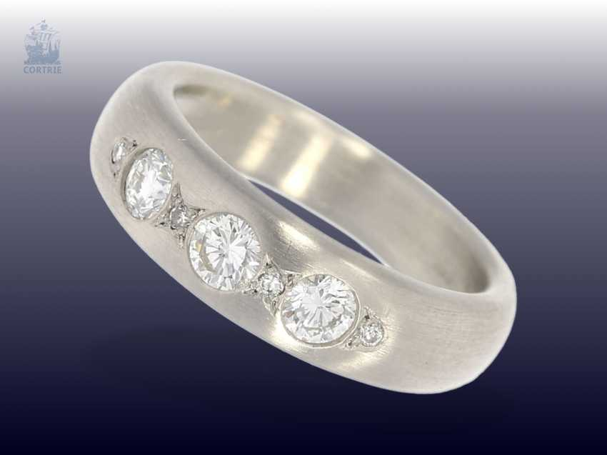 Ring: high-quality, modern gold work with fine brilliant-cut diamonds, crafted from 950 platinum, forged, mint condition - photo 1