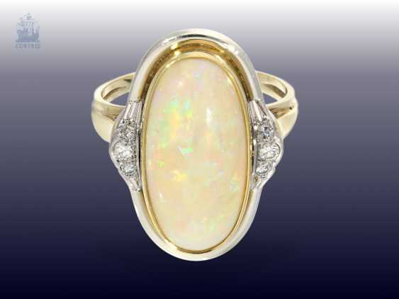 Ring: high quality vintage gold wrought ring with a large Opal and diamond trimming - photo 1