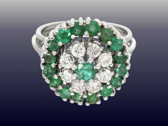 Ring: exceptional, decorative vintage emerald/brilliant gold wrought ring - photo 1