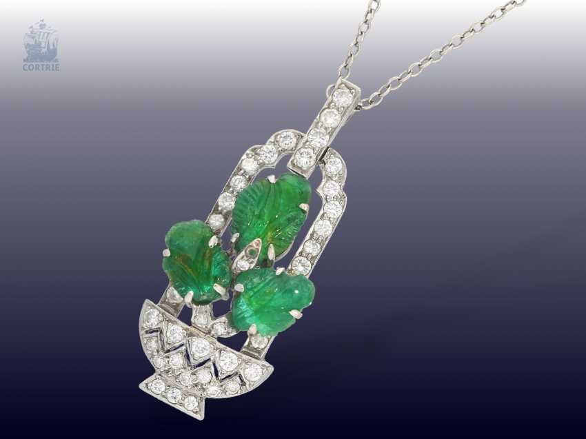 "Chain/pendant: decorative, antique English platinum pendant with emeralds and diamonds motif ""flower basket"" 14K white gold chain - photo 1"