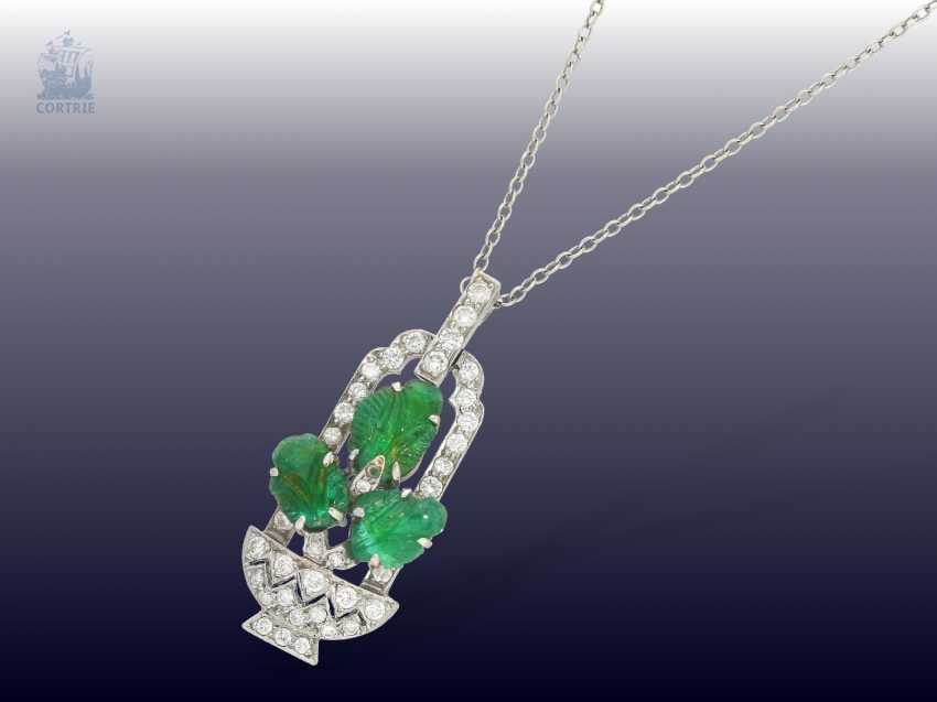 "Chain/pendant: decorative, antique English platinum pendant with emeralds and diamonds motif ""flower basket"" 14K white gold chain - photo 2"