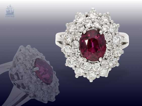 Ring: white, Golden, decorative and very valuable vintage ruby/brilliant-blossom ring. 3,82 ct - photo 1
