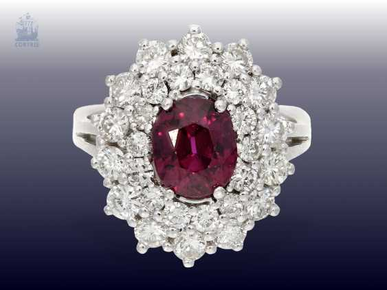 Ring: white, Golden, decorative and very valuable vintage ruby/brilliant-blossom ring. 3,82 ct - photo 2