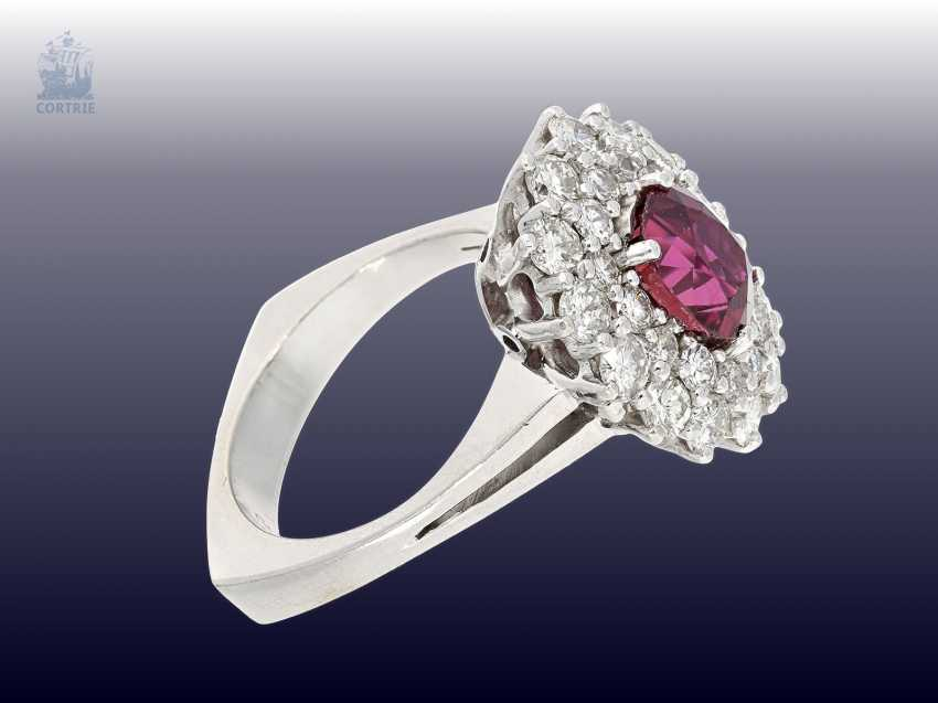 Ring: white, Golden, decorative and very valuable vintage ruby/brilliant-blossom ring. 3,82 ct - photo 3