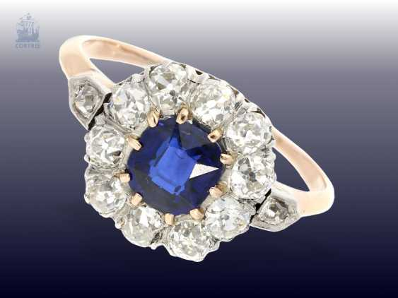 Ring: antique flower ring with sapphire and diamonds, crafted around 1900 - photo 1