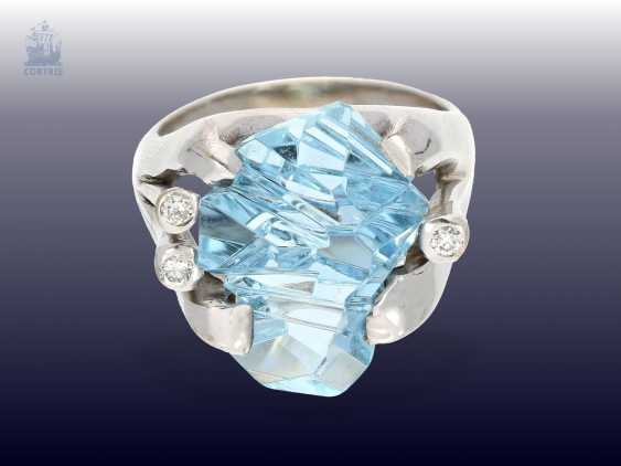 Ring: modern, exceptional Designer-wrought gold ring with aquamarine and a small brilliant-cut diamonds, handcrafted in 18K Gold - photo 1