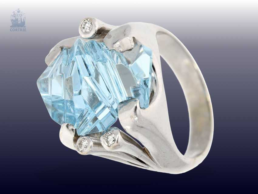 Ring: modern, exceptional Designer-wrought gold ring with aquamarine and a small brilliant-cut diamonds, handcrafted in 18K Gold - photo 2
