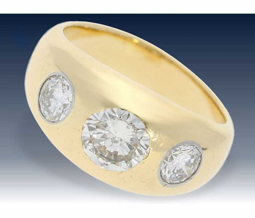 Ring: classic, solid band ring with 3 diamonds of approx. of 1.4 ct - photo 1