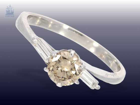 Ring: white gold, modern gold ring, wrought with fancy diamond approximately 0.8 ct, as well as 2 baguette-cut diamonds - photo 1
