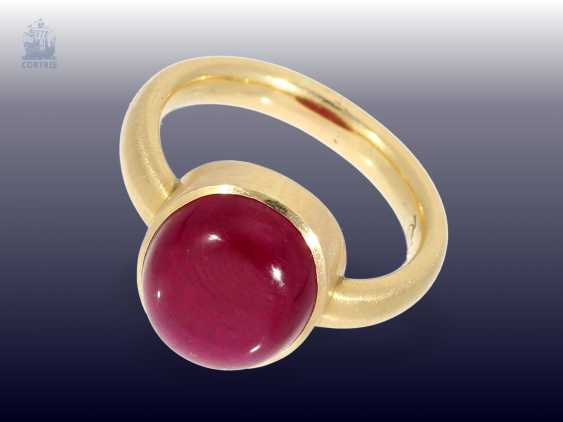Ring: attractive solid gold wrought ring with a large ruby of approx. 7ct - photo 1