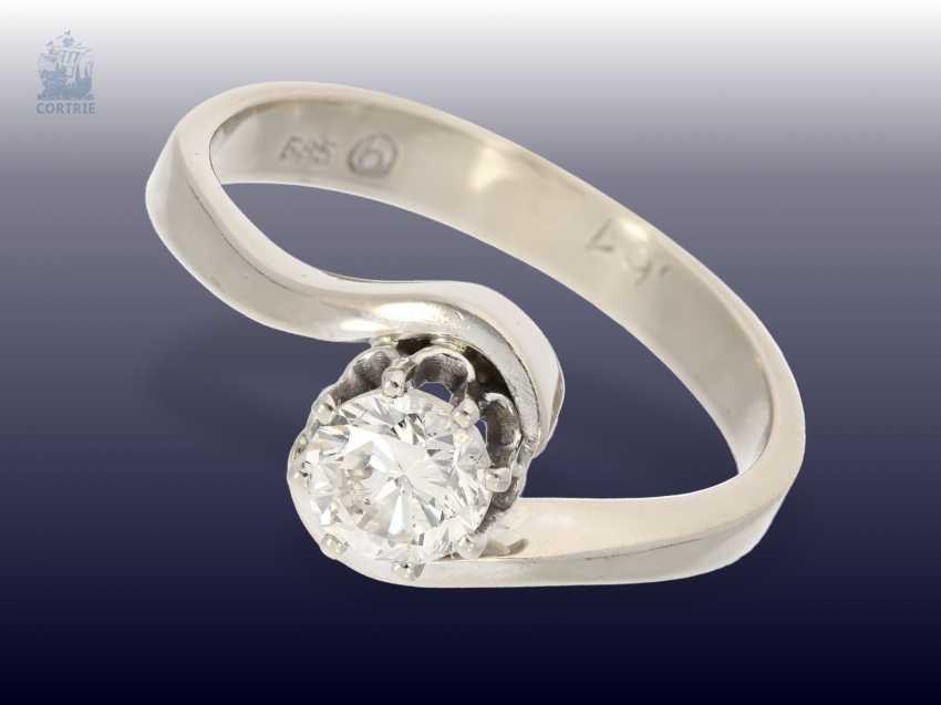 Ring: weißgoldener vintage Solitär-Brillantring, 0,61ct - photo 1