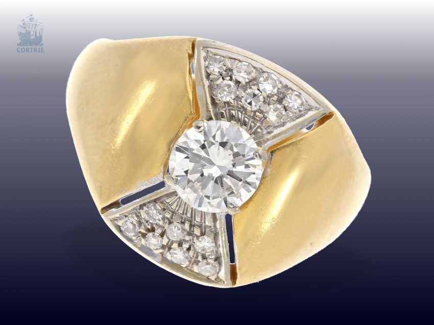 Ring: vintage ladies ring with a beautiful center stone of approx. 0,65 ct., valuation report about 2100€ - photo 1